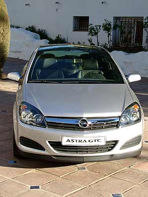 2005 Opel Astra Gtc With Panoramic Roof. The arching panorama